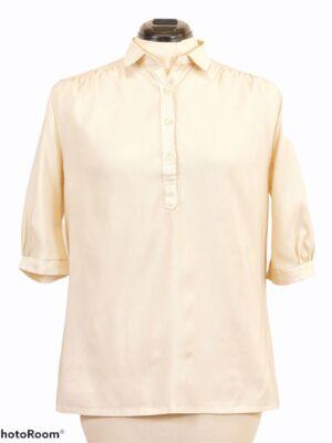 Kreemikasvalge puhvvarrukatega pluus