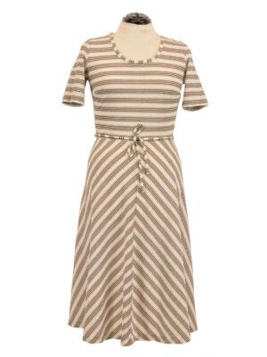 Triibuline retro kleit